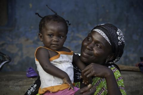 A mother holds her child in Kurawarakura, Ghana. PATH/Evelyn Hockstein